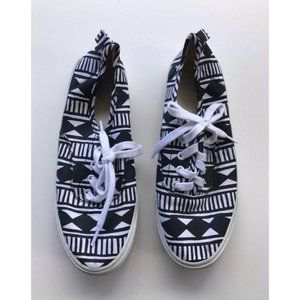 Old Navy Black & White Shoes size 5